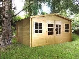 petit chalet de jardin pas cher quelle essence de bois choisir pour abri de jardin viving