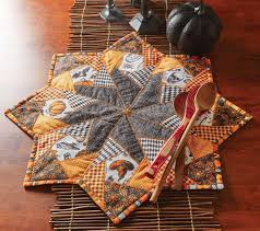 halloween table runner quilt pattern quilting celebrations fall 2016 fons u0026 porter