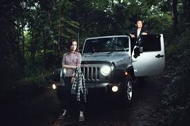 mobil jeep offroad prewedding reza and yeni by toto fotografio bridestory com