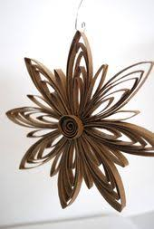 upcycled paper snowflake ornament by upcyclingthegift noël diy