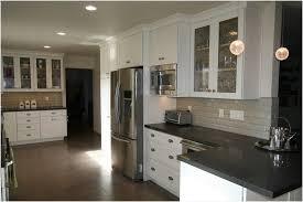 repeindre un meuble cuisine repeindre meuble cuisine bois améliorer la première impression