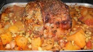 cuisiner un roti de porc au four rôti de porc tomate chignon pomme de terre flageolet