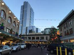 christmas lights at pike place