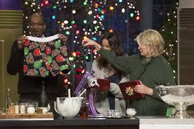 martha u0026 snoop u0027s potluck dinner party recap a very eggnog christmas
