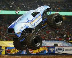 monster jam trucks videos hooked off and running in atlanta monster jam fs1 championship