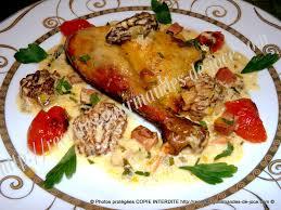 cuisiner une pintade au four pintade rôtie au four sauce aux morilles et jus de cuisson