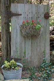 Rustic Outdoor Decor An Old Fence Makes A Nice Back Drop For Rusty Stuff And Flowers