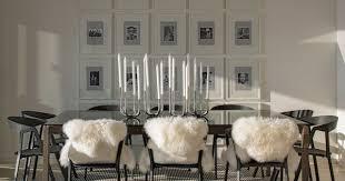 sofaã berwurf weiãÿ romantisch gestaltetes esszimmer fotowand kerzenständer weiße