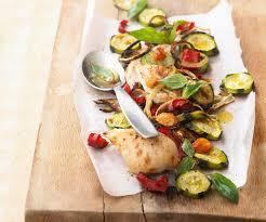 cuisiner blanc de poulet la recette du blanc de poulet et légumes rôtis au basilic selon le