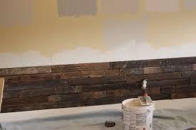 rivestimento in legno pareti le istruzioni su come rivestire la parete di un soggiorno con