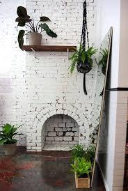 steinwand wohnzimmer reinigen backsteinwand innen makramee blumenel modern backsteinwand weia
