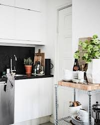 deco cuisine noir et blanc une déco de studio en noir et blanc shake my