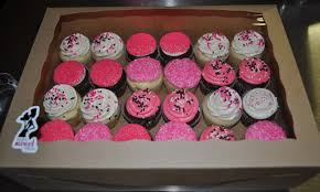 leah u0027s sweet treats pink and black baby shower cupcakes