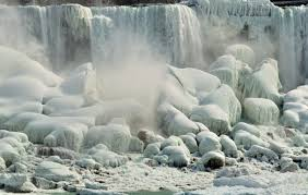niagara falls draws tourists frozen winter spectacle