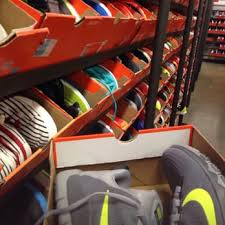 nike outlet black friday deals nike clearance store 248 photos u0026 374 reviews shoe stores