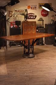 deco industrielle atelier 1500 table pied fonte rond02 jpg 1 500 2 250 pixels log