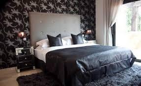 chambre a coucher noir et gris une tête de lit capitonnée pour un beau style de votre chambre à