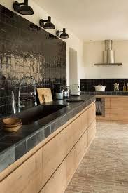 cuisines en bois obsession une cuisine aménagée bois et noir