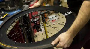 comment changer chambre à air vélo comment changer une chambre à air de vélo tuto ultimebike