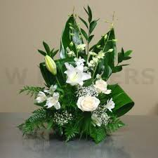 floral arrangements for funeral best 25 sympathy flowers ideas on flowers for funeral