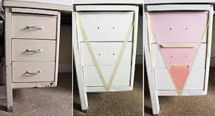 repeindre un bureau repeindre les tiroirs pour customiser un bureau ancien