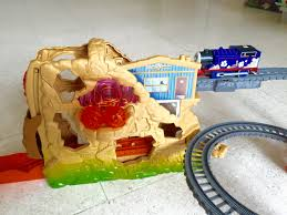 Tidmouth Sheds Trackmaster Ebay by Thomas And Friends Trackmaster Thomas Volcano Drop Set Youtube