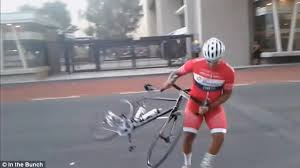 cycling wind video high winds cause cycling chaos in cape town