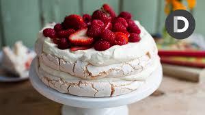 Decorative Ways To Cut Strawberries How To Make Strawberry Pavlova Cake Youtube