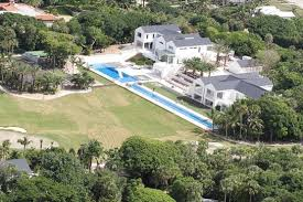 tiger woods house photos elin nordegren goes house hunting while tiger s 54