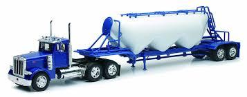 peterbilt trucks amazon com 1 32 scale peterbilt 379 pneumatic trailer new ray