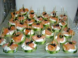 canape saumon canapés au concombre saumon fumé assiette de présentation le