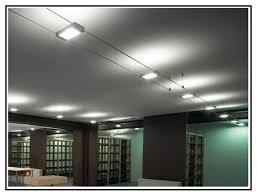 illuminazione su binario una illuminazione interna a faretti su binari in acciaio
