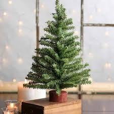 small artificial christmas trees artificial christmas trees ile ilgili teki en iyi 25 den