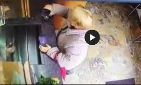 ufficio cambi ticinolibero ladra di portamonete un anziana all ufficio