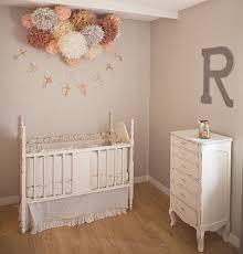 chambre bébé taupe et blanc une chambre bébé joliment vintage murs gris lit bebe et