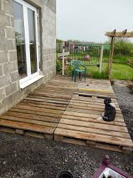 Backyard Decks Ideas Best 25 Cheap Deck Ideas Ideas On Pinterest Palet Deck Pallet