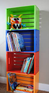 libreria per cameretta libreria con cassette di legno tutorial