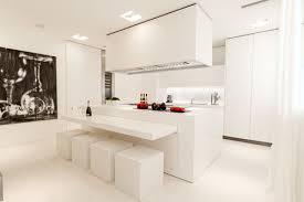cuisine blanche 25 idées déco pour égayer une cuisine blanche femme actuelle