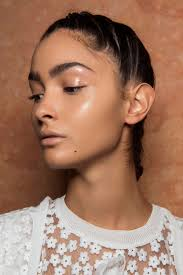What Is Considered Light Skinned The Definitive Guide To How To Use Highlighter Makeup Thefashionspot