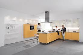 cuisine jaune et blanche une cuisine jaune et blanche styl créa haguenau