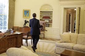 bureau president americain coulisses des 100 premiers jours du président obama