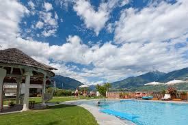 garden u0026 swimming pool apartment valtnaungut in lana hotel near