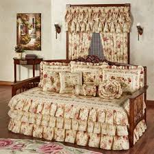 Day Bed Comforter Sets by Best 20 Daybed Bedding Ideas On Pinterest Spare Bedroom Ideas