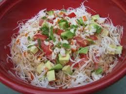 comment cuisiner un avocat salade de vermicelle de riz avocat et surimi recette ptitchef