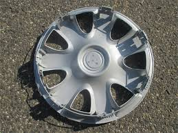 toyota camry hubcaps 2003 speeditrade one genuine 2002 2003 2004 2005 toyota camry hubcap