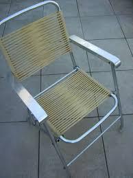 60s design chaise vintage pliante jaune fil plastique scoubidou design retro