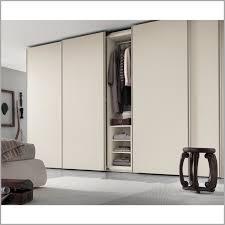 chambre a coucher porte coulissante conforama armoire porte coulissante 308030 ment peindre une