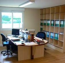 agencement bureau agencement d un bureau avec rayonnages bureau
