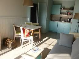 sejour avec cuisine ouverte séjour avec cuisine ouverte équipée photo de b o cottage bagnoles