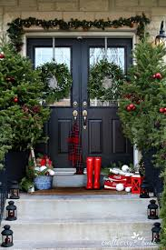 Tasteful Outdoor Christmas Decorations - christmas home decorating 45 christmas home decorating ideas